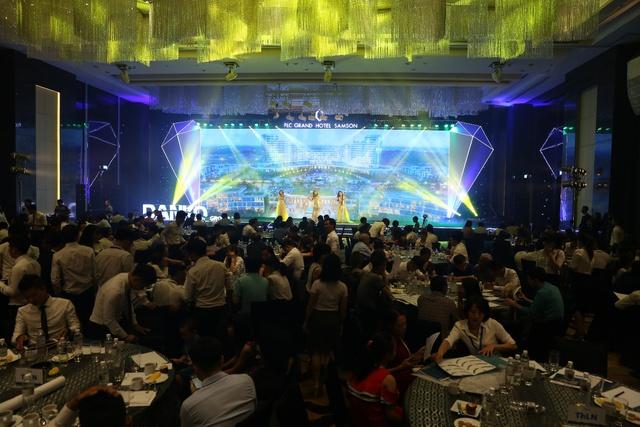 Sự kiện thu hút hàng trăm khách hàng là những nhà đầu tư, quan tâm đến bất động sản nghỉ dưỡng.