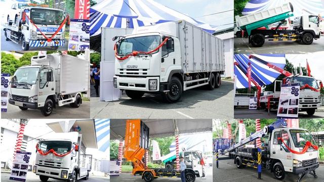 Nhiều mẫu xe chuyên dùng Isuzu được trưng bày tại sự kiện ra mắt.