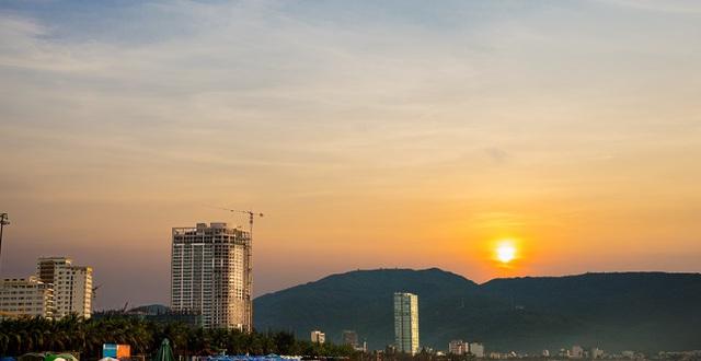 Các dự án khách sạn, căn hộ cao cấp ven biển luôn là điểm nóng mang đến cơ hội đầu tư hấp dẫn dành cho khách hàng.