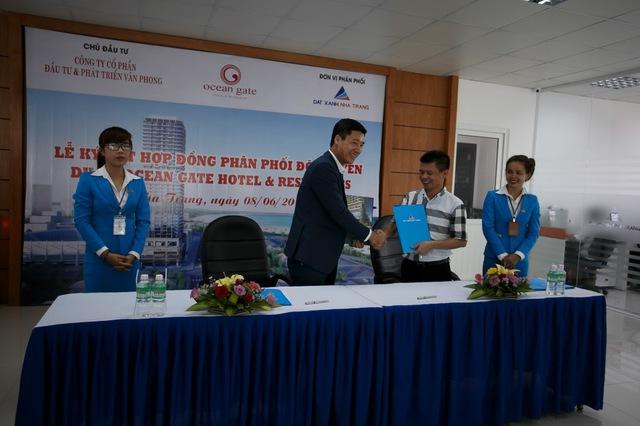 Lễ kí kết hợp đồng phân phối độc quyền dự án Ocean Gate giữa Đất Xanh Nha Trang và chủ đầu tư Vân Phong.