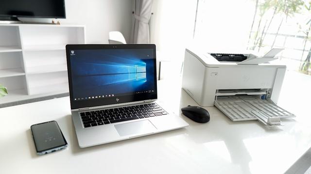 HP LaserJet Pro M102w hỗ trợ in trực tiếp không dây tiện lợi.