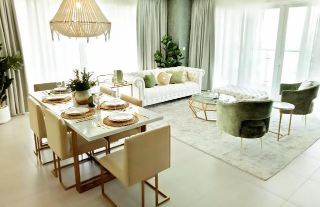 Sự tinh tế trong cách sử dụng các sắc màu pastel như xanh rêu, vàng đồng, trắng ngà kết hợp với các vật trang trí độc đáo đã tạo nên một vẻ đẹp rất Pháp.
