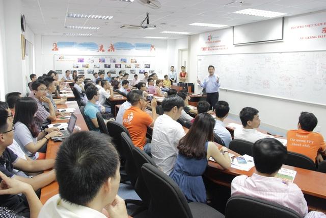 Chủ tịch FPT Trương Gia Bình sẵn sàng chia sẻ các kinh nghiệm quản trị cho học viên FSB.