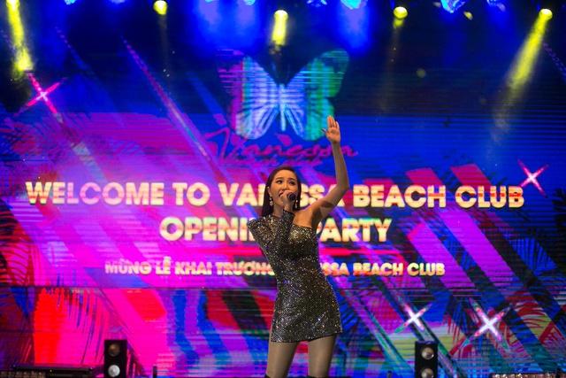 Bảo Thy trong đêm ra mắt Câu lạc bộ bãi biển Vanessa.