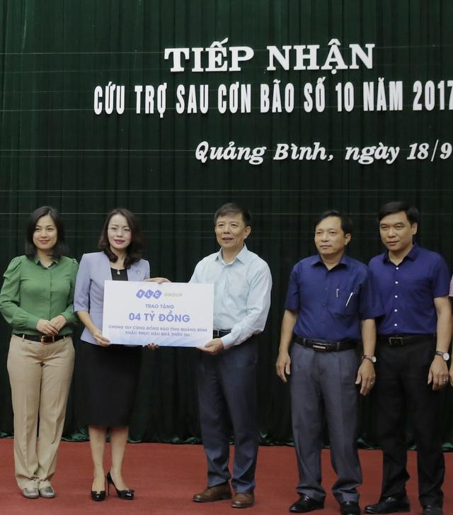 UBND tỉnh Quảng Bình đón nhận 4 tỷ đồng hỗ trợ từ Tập đoàn FLC.