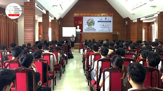 SV ĐH Kiến Trúc Hà Nội tại lễ phát động AYDA 2017.