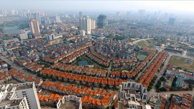 Từ dự án Seasons Avenue, cư dân có thể dễ dàng kết nối nội đô qua hai trục đường chính Tố Hữu-Lê Văn Lương và Nguyễn Trãi.