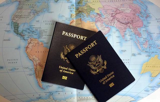 Một trong những cách để có được tấm hộ chiếu thứ hai là thông qua các chương trình đầu tư lấy quốc tịch ở nước khác. Một số quốc gia có chính sách cung cấp hộ chiếu cho các nhà đầu tư như một chiến lược nhằm thu hút nguồn vốn đầu tư nước ngoài để phát triển đất nước.