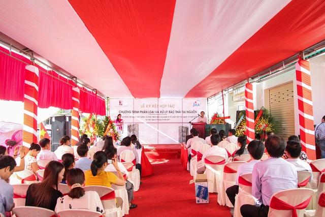 Đại diện lãnh đạo thành phố Huế cùng chứng kiến lễ ký kết với đông đảo cư dân chung cư Vicoland Huế.