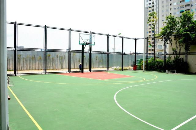 Sân bóng rổ của dự án.