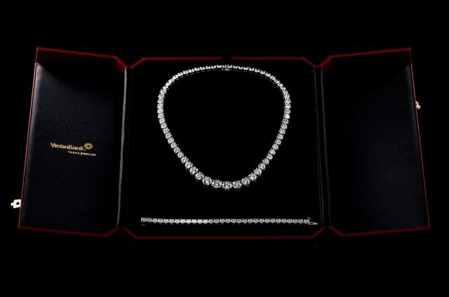 Sản phẩm được thiết kế tinh xảo bởi nghệ nhân của VietinBank Gold & Jewellery.