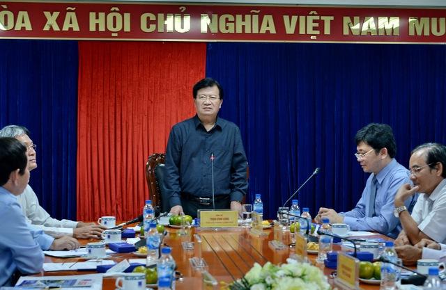 Phó Thủ tướng Trịnh Đình Dũng phát biểu chỉ đạo.
