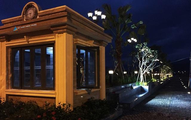 Cảnh đêm rực rỡ tại tiểu khu Park I Lakeside Palace.