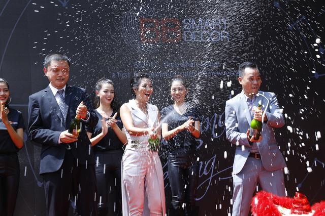 Bà Nguyễn Gia Bảo trong ngày khai trương BB Smart Décor, chủ nhân ứng dụng số cùng tên giải pháp thông minh trong sản xuất, thi công và thiết kế nội thất.