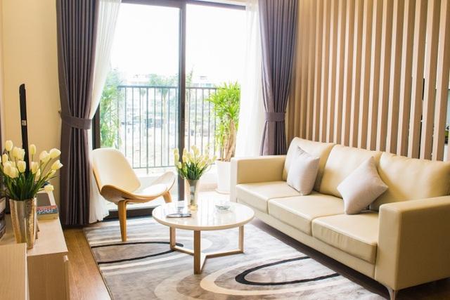 Phòng khách được thiết kế mở, đón nắng và đón gió tự nhiên.