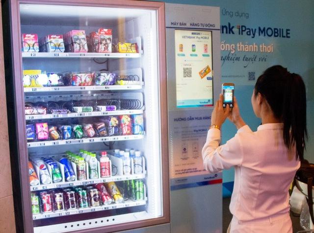 Chỉ cần dùng Mobile Banking quét mã VNPAYQR là có thể mua hàng nhanh chóng.