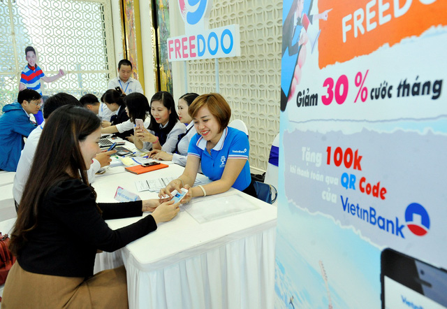Khách hàng trải nghiệm thanh toán trên Freedoo thông qua QR Pay của VietinBank.