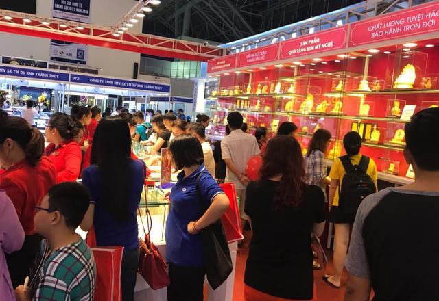 Các sản phẩm Trang sức và Quà tặng Vàng 24K Lộc Phát Tài thu hút được khách hàng mọi lứa tuổi.