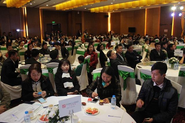 Hàng trăm khách hàng đến chật kín khán phòng lớn tại Ciputra Club.
