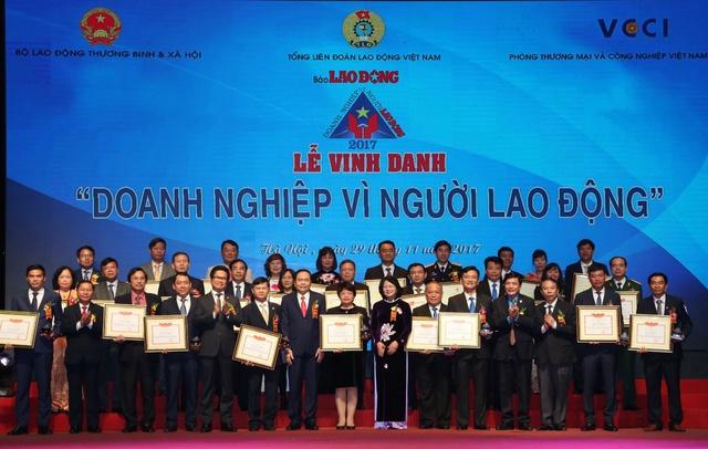 BIDV là một trong 10 doanh nghiệp xuất sắc nhất được nhận bằng khen của Bộ Lao động Thương binh và Xã hội.
