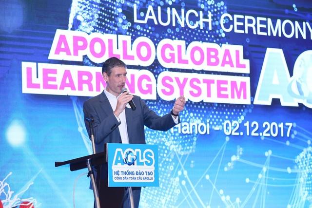 Mở đầu buổi lễ tại Hà Nội, Đại sứ Anh Giles Liver mang đến sự ngạc nhiên đầy thú vị với bài phát biểu bằng tiếng Việt bày tỏ sự tin tưởng và chúc mừng Apollo English.