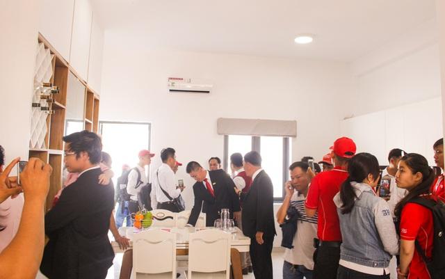 Đông đảo khách hàng quan tâm đến nhà phố được thiết kế nội thất thông minh tiết kiệm không gian.