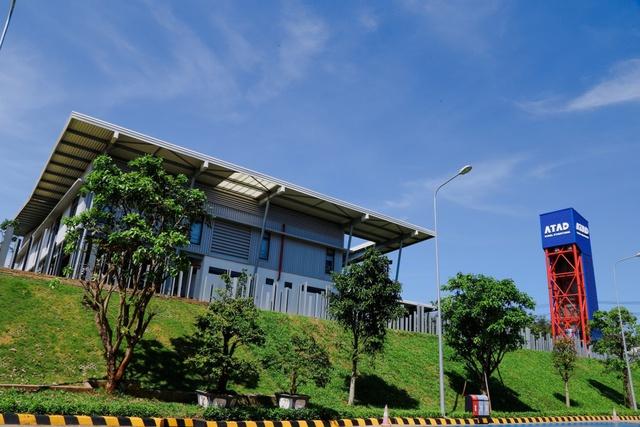 Nhà máy cũng xây dựng hệ thống thu gom, xử lý nước mưa thành nước sinh hoạt, tưới tiêu.