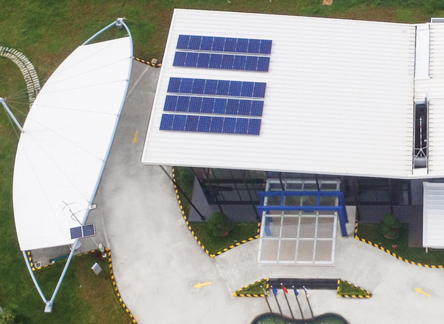 Hệ thống năng lượng gió và mặt trời để tái tạo nguồn điện, giảm chi phí và bảo vệ môi trường.