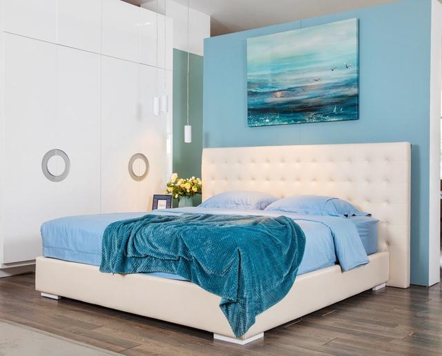 Sắc trắng và xanh tạo nên nét hiện đại cho phòng ngủ (ảnh nhaxinh.com).