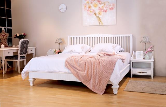Phòng ngủ màu trắng lãng mạng (ảnh nhaxinh.com).
