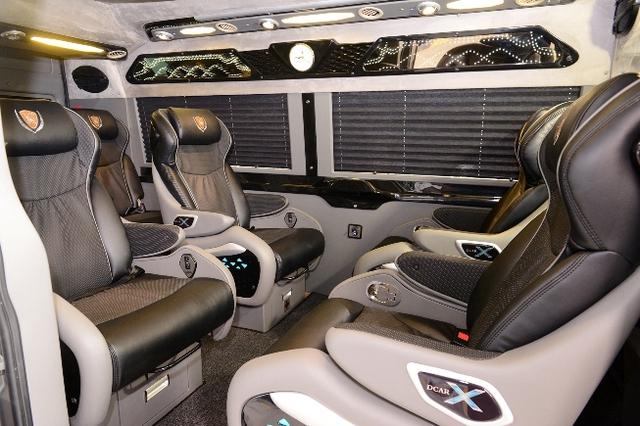 Khoang hành khách có 7 ghế ngồi rộng rãi.