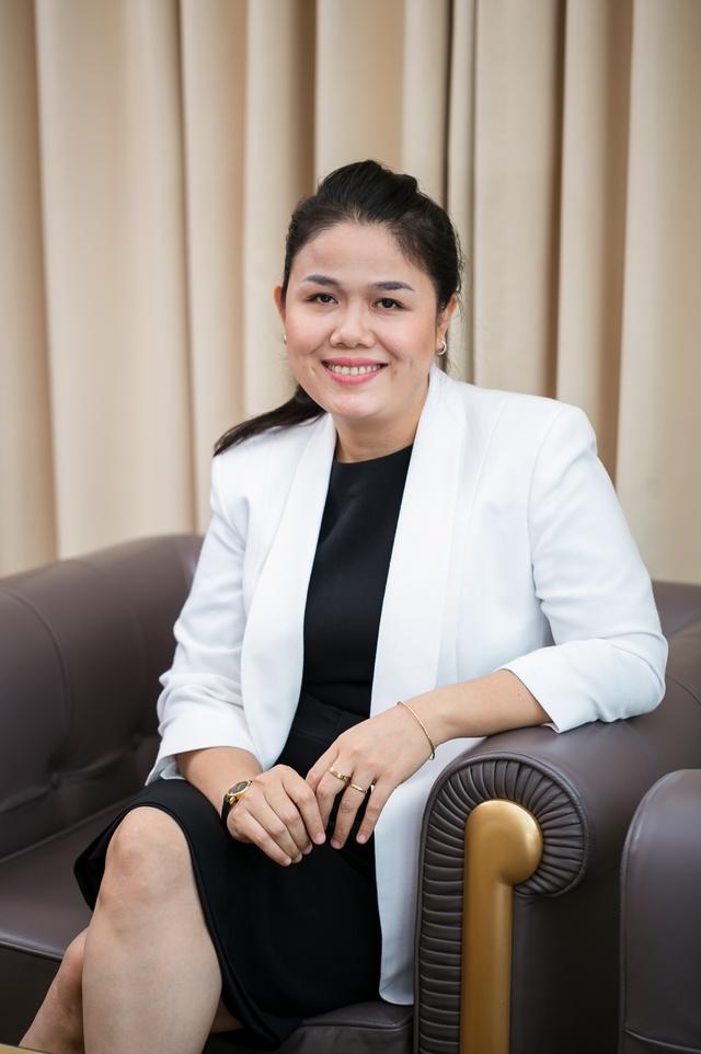 Bà Hoàng Nguyễn Thu Thảo – TGĐ Tập đoàn Nguyễn Hoàng liên tục có những chuyến đi ra nước ngoài để tìm các chương trình giáo dục phù hợp đưa vào hệ thống giáo dục của Tập đoàn.