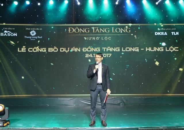 Ông Trần Hiếu thay mặt Chủ đầu tư giới thiệu thông tin dự án đến khách hàng tại buổi lễ.