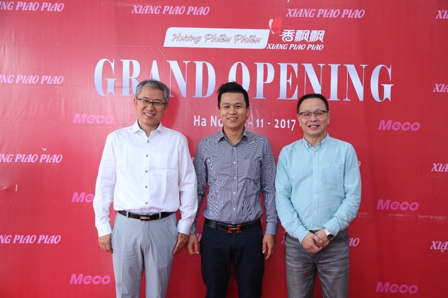 Mr. Huang Yi Jiu (bên trái) và Mr. Shun Xiao Qiang (bên phải).