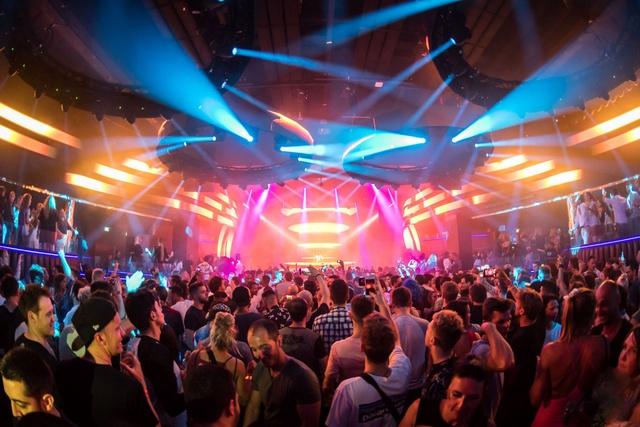 Coco Música Resort được đầu tư hệ thống sân khấu, bar, beer club quy mô ấn tượng. (Ảnh minh họa).