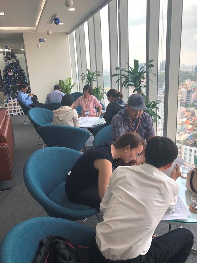 Nhiều nhà đầu tư đã quyết định đặt chỗ condotel The Coastal Hill (Ảnh chụp tại Văn phòng Tập đoàn FLC TP. Hồ Chí Minh).