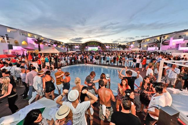 Hawaii chưa là tất cả, Ibiza mới là điểm đến giải trí của lớp trẻ nhà giàu và giới thượng lưu trên khắp thế giới.