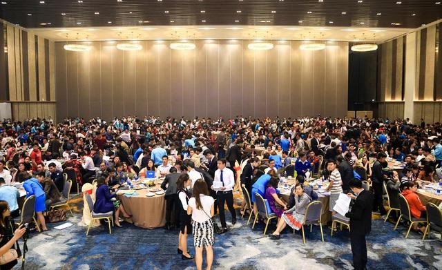 Hơn 1.000 khách hàng tham dự sự kiện ra mắt Dragon City.