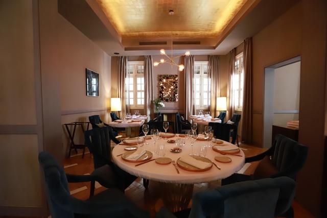 Khai trương nhà hàng Pháp đẳng cấp 3 sao Michelin - Ảnh 2.