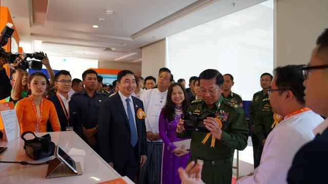 Viettel tại Myanmar thực hiện thành công cuộc gọi đầu tiên - Ảnh 2.