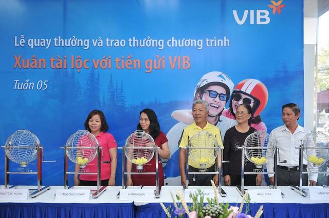 Gần 600 khách hàng đã trúng vàng khi gửi tiết kiệm tại VIB - Ảnh 2.