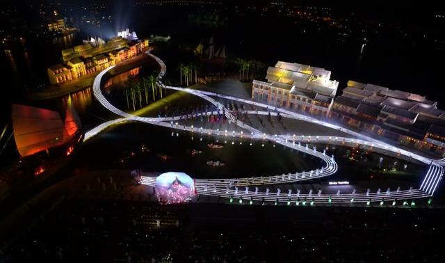 Nhiều nghệ sỹ nổi tiếng đến Hội An thưởng thức show diễn thực cảnh lớn nhất Việt Nam - Ảnh 2.