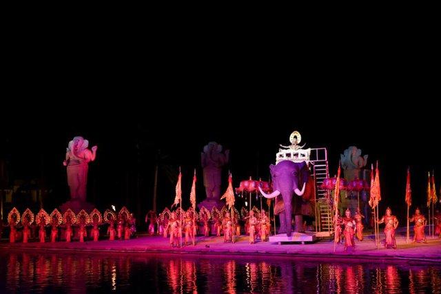 Nhiều nghệ sỹ nổi tiếng đến Hội An thưởng thức show diễn thực cảnh lớn nhất Việt Nam - Ảnh 3.