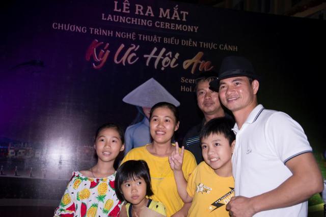 Nhiều nghệ sỹ nổi tiếng đến Hội An thưởng thức show diễn thực cảnh lớn nhất Việt Nam - Ảnh 4.