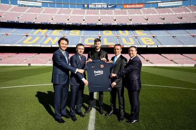 Dấu ấn thương hiệu trên áo đấu CLB Barcelona - Ảnh 1.