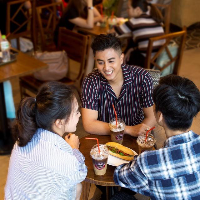 Có một thế hệ đang lưu giữ nét đẹp việt qua từng ly cà phê pha Phin - Ảnh 2.