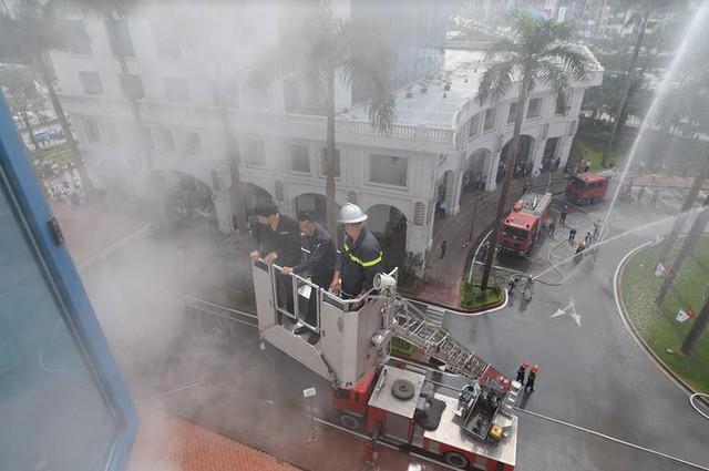 Khách sạn Hà Nội Daewoo tổ chức diễn tập phương án chữa cháy năm 2018 - Ảnh 1.