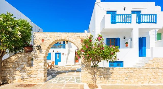 Villa Blanco tọa lạc gần những tiện ích tiểu khu và nội khu.