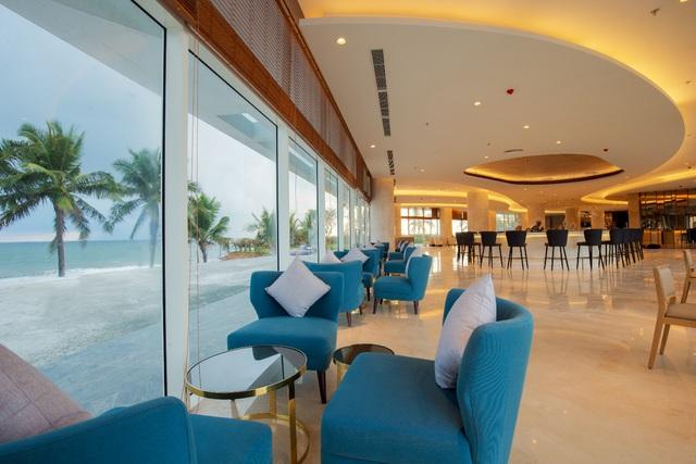 Khai trương khách sạn hình con tàu Seashells Phú Quốc Hotel and Spa - Ảnh 2.