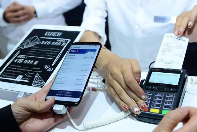 Vì sao các ngân hàng nhanh chóng ủng hộ và triển khai Samsung Pay - Ảnh 1.